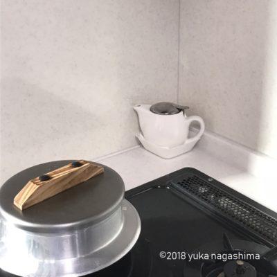 オイルポットにティーポットを使う キッチン雑貨 アイデア