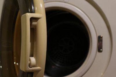 ドラム式洗濯機で洗濯物が黒ずむ方への対処法